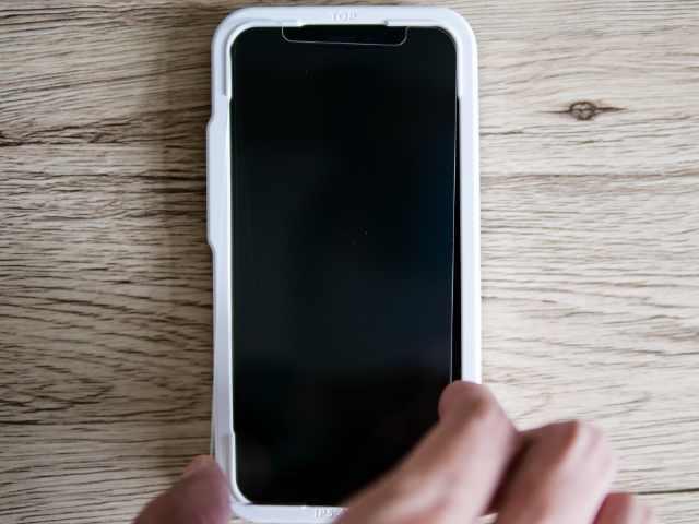 iPhoneにガラスフィルムを貼る