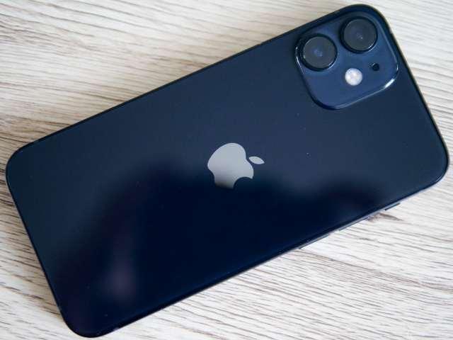 iPhone 12 miniの光沢感ある背面ガラス