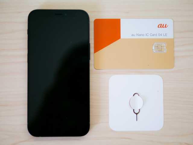 iPhoneとSIMカードとSIMピン