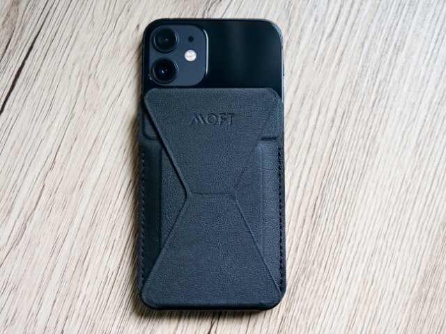 iPhone 12 miniにMOFTスタンドを装着