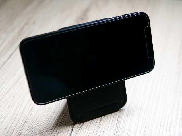 MOFTスタンドでiPhone 12 miniを浮かせ置き