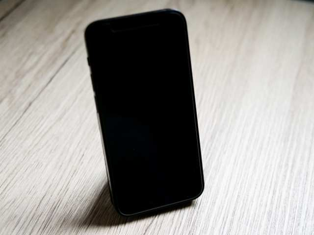 MOFTスタンドでiPhone 12 miniを縦置き