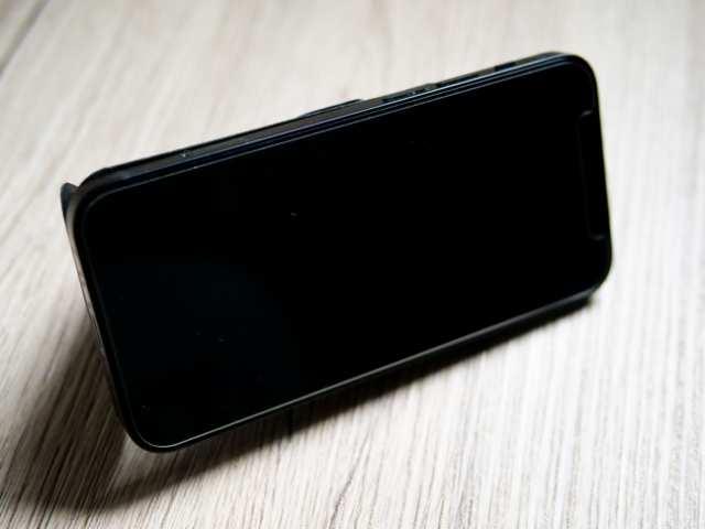 MOFTスタンドでiPhone 12 miniを横置き