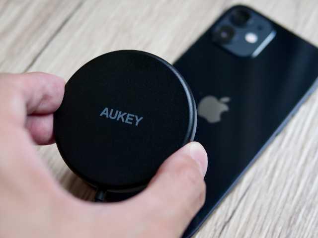 iPhoneにMagSafe充電器をつける