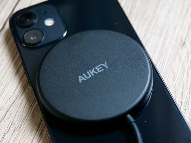 AUKEYのMagSafe充電器