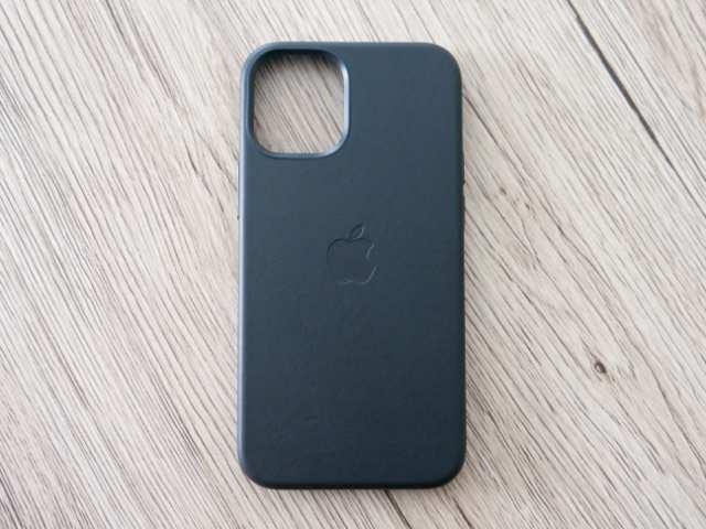 iPhone純正レザーケースの前面デザイン