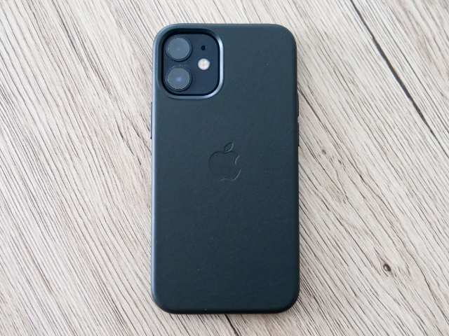 iPhone 12 miniにレザーケースを装着