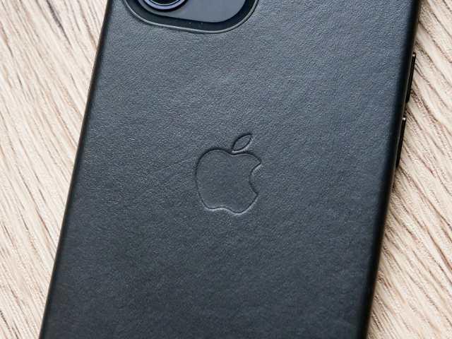 iPhone純正レザーケースのAppleマーク