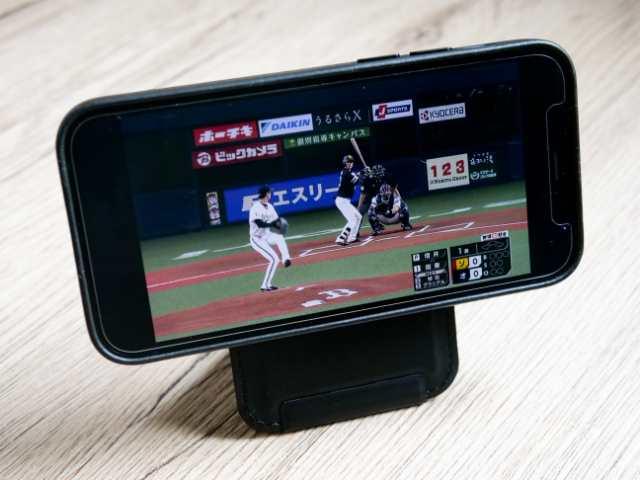 野球中継を見る