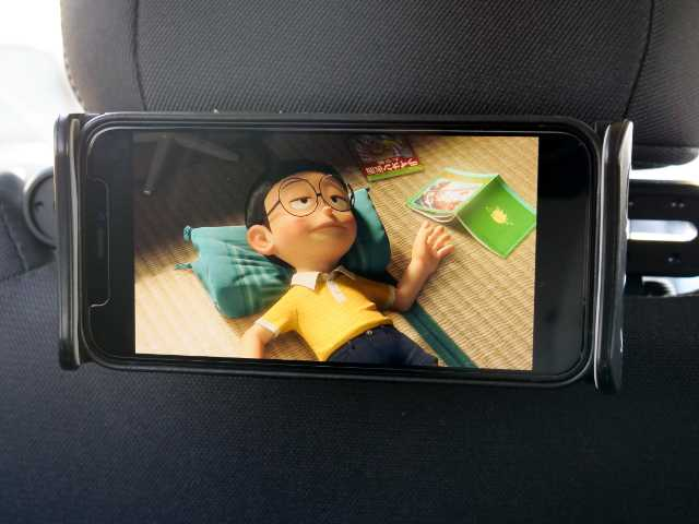 車内でスマホ動画を視聴