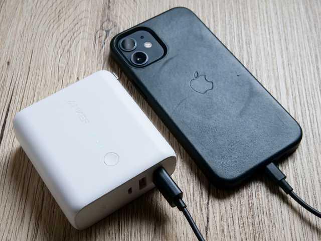 iPhoneをモバイルバッテリーで充電