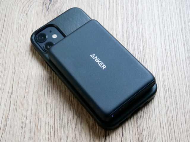 iPhonwをマグネット式ワイヤレスモバイルバッテリーで充電