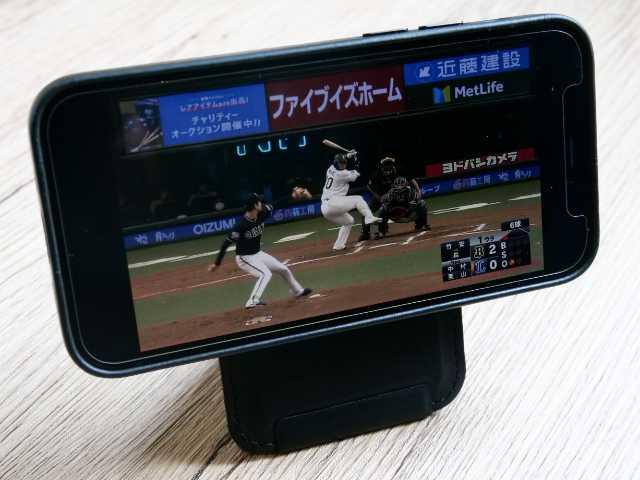 横向きにしたiPhoneで動画を見る